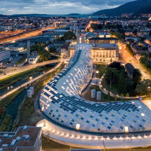 Siège social de Swatch à Bienne (Suisse), Shigeru Ban à l'heure