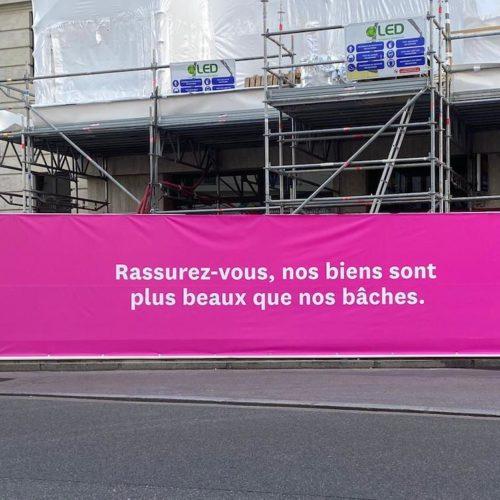 À Lyon, ce promoteur pose des phrases amusantes sur ses bâtiments en travaux