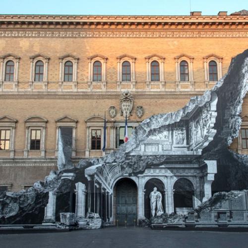 JR installe un trompe-l'œil géant sur l'ambassade de France en Italie